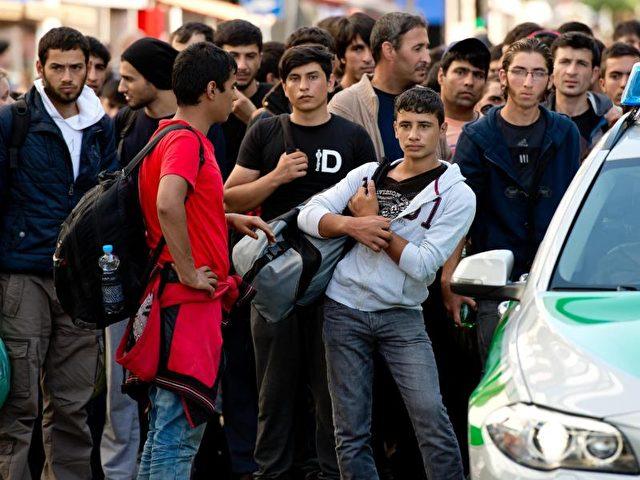 Kurz zuvor angekommene Flüchtlinge am Hauptbahnhof in München. Foto: Sven Hoppe/Archiv/dpa