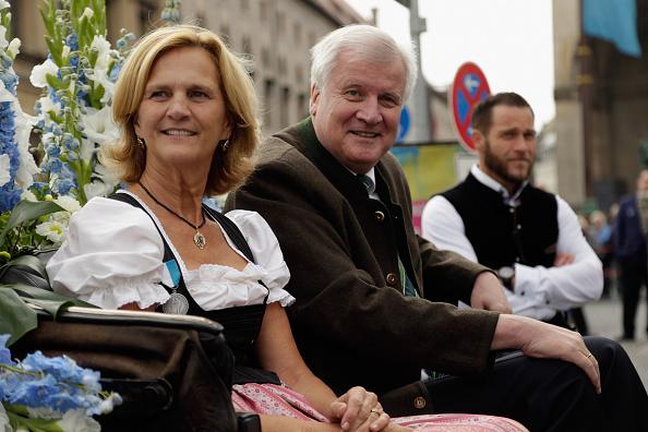 Morgen beginnt das Münchner Oktoberfest – Die erste Maß Bier geht an Horst Seehofer