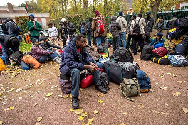 Auch afrikanische Migranten und Asylsuchende wollen nach Europa, Calais 27. Oktober 2015 Foto: PHILIPPE HUGUEN/AFP/Getty Images