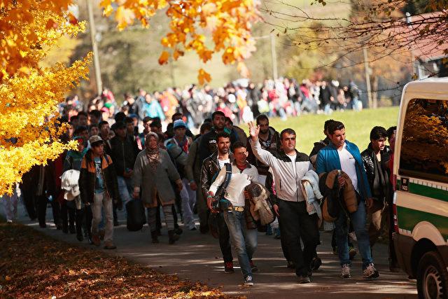 Migranten im bayerischen Grenzgebiet am 28. Oktober. Foto: Johannes Simon/Getty Images