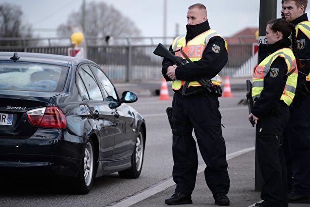 Grenzkontrolle zwischen Strasbourg und Kehl am 18. November 2015 Foto: FREDERICK FLORIN/AFP/Getty Images