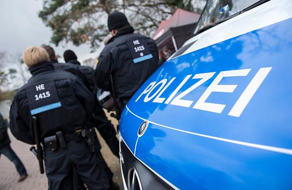 Polizei-Einsatz bei Frankfurter Bundesliga-Spiel am 21.November. Foto: Alexander Scheuber / Bongarts / Getty Images