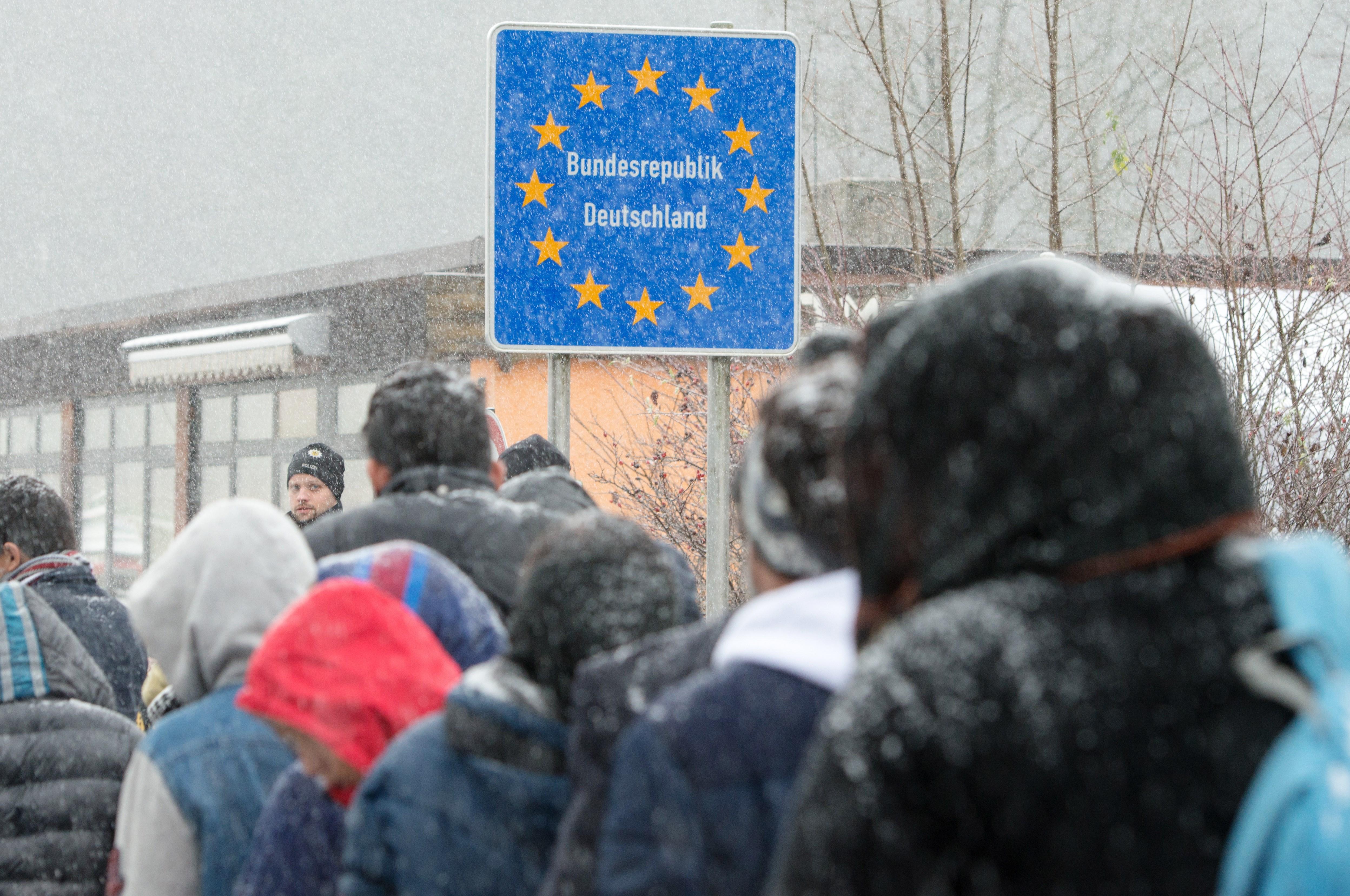 Regierung lehnt feste Obergrenze für Flüchtlinge ab