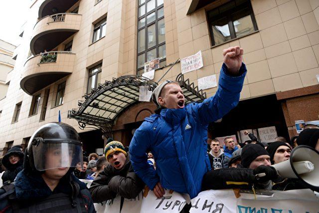Proteste vor der türkischen Botschaft in Moskau am 25. November 2015 Foto: KIRILL KUDRYAVTSEV/AFP/Getty Images