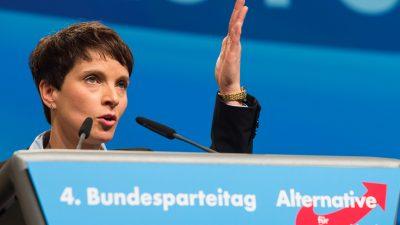 AfD-Parteitag: Petry fordert wegen Flüchtlingspolitik Merkels Rücktritt