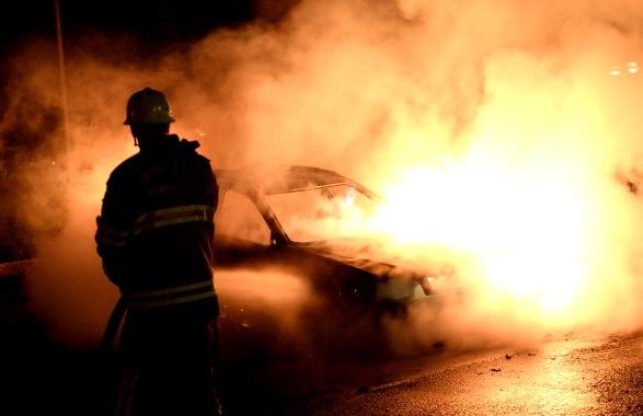 Brennende Fahrzeuge nach einem Gewaltausbruch in einer schwedischen Gegend mit hohen Ausländerzahlen. Foto: JONATHAN NACKSTRAND/Getty Images