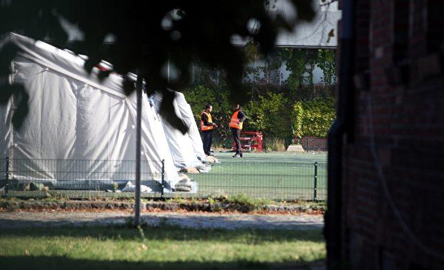 """Helfer in einer """"Zeltstadt"""" Foto: über dts Nachrichtenagentur"""