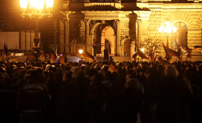 Weniger Teilnehmer bei Pegida-Demo in Dresden