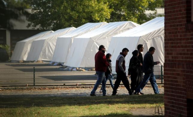 Obergrenzen für Flüchtlinge – Kritik an Zentralratspräsidenten