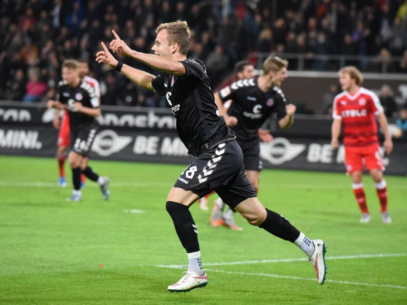 St. Pauli nach 4:0 gegen Düsseldorf auf Platz zwei