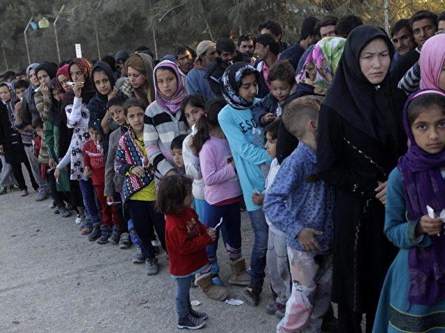 Flüchtlinge inGriechenland: Die Transitstaaten entlang der sogenannten Balkanroute wollen den Zustrom von Flüchtlingen drosseln. Foto:Orestis Panagiotou/dpa