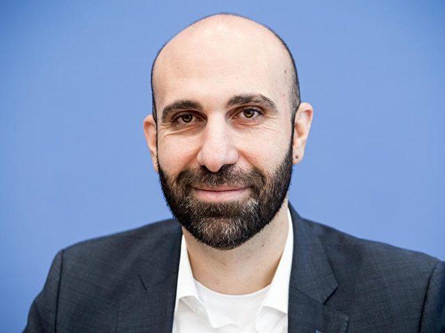 Ahmad Mansour attestiert der Politik eine «gewisse Planlosigkeit». Foto: Michael Kappeler/dpa