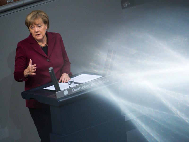 Generaldebatte mit Merkel – Schlagabtausch über Flüchtlingspolitik