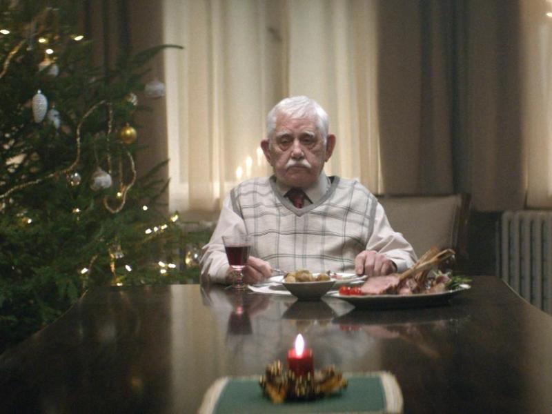 Bewegender Edeka-Spot geht viral: Weihnachtswerbung mit einsamem Rentner wird zum Internethit (+Video)