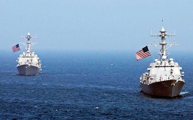 Die Schiffe USS Lassen und USS Chun-Hoong bei einem Manöver 2010. Foto: John J. Mike/U.S. Navy via Getty Images