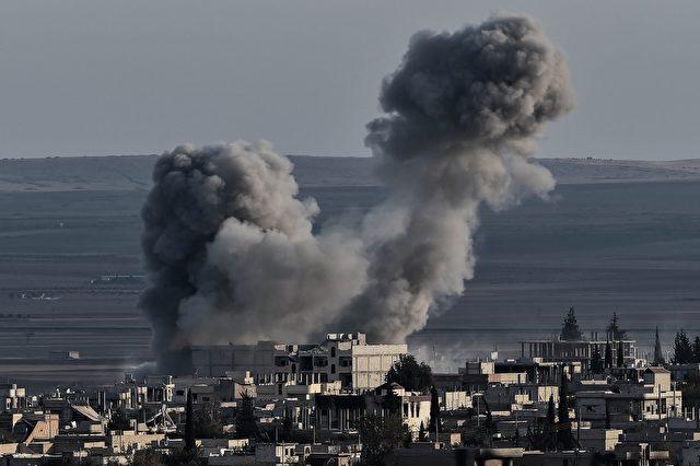 """US-Luftangriff auf Syrien (am 9. November 2014). US-Piloten berichten, sie durften nicht auf """"fette Ziele"""" schießen. Foto:  ARIS MESSINIS/AFP/Getty Images"""