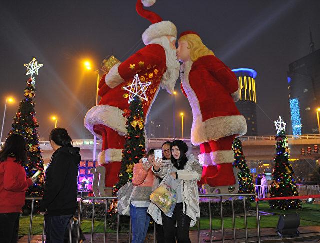 weihnachten in china konsumrausch und verr ckte party. Black Bedroom Furniture Sets. Home Design Ideas