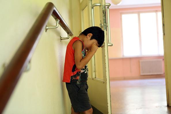 Immer mehr Kinder werden vom Jugendamt zu Pflegeeltern oder in Heime geschickt. Foto: Adam Berry / Getty Images