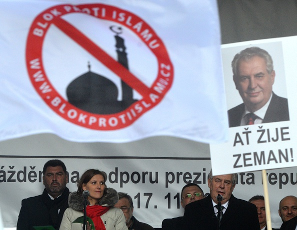 Tschechiens Präsident Milos Zeman spricht am 17. November 2015 auf einer Anti-Islam-Kundgebung in Prag anlässlich des 26. Jahrestages der Unterdrückung der Studentendemonstration. Foto: MICHAL CIZEK/AFP/Getty Images