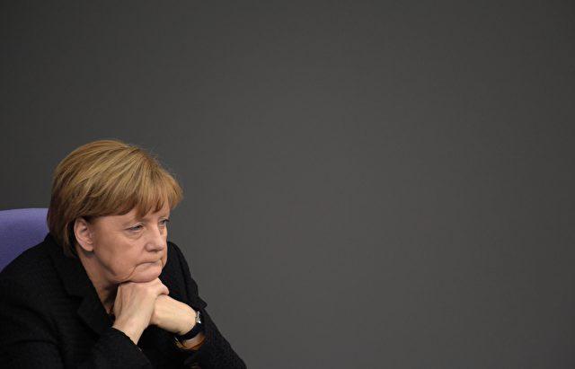 Große Versäumnisse in der Wirtschafts- und Sozialpolitik – das werfen die Präsidenten der fünf wichtigsten Wirtschaftsverbände Kanzlerin Angela Merkel vor. Foto: ODD ANDERSEN/AFP/Getty Images