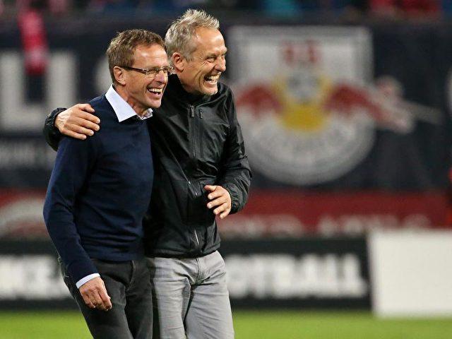 Die beiden Trainer Ralf Rangnick (l) und sein Freiburger Kollege Christian Streich hatten in derHinrunde viel zu lachen. Foto: Jan Woitas/dpa
