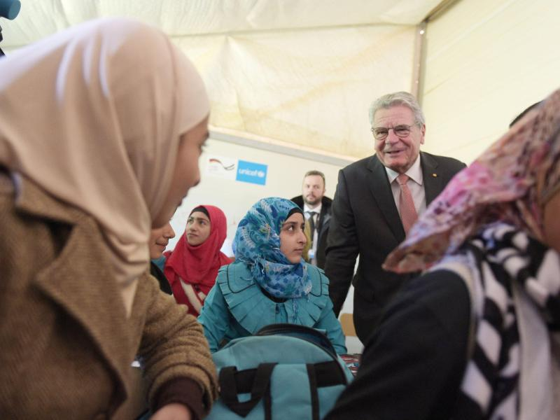 Gauck ruft zu mehr Engagement gegen Flüchtlingselend auf