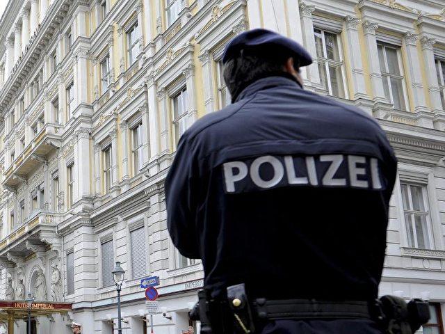Die Polizei in Wien hat ihre Einsatzbereitschaft erhöht. Foto: Herbert Neubauer/Archiv/dpa