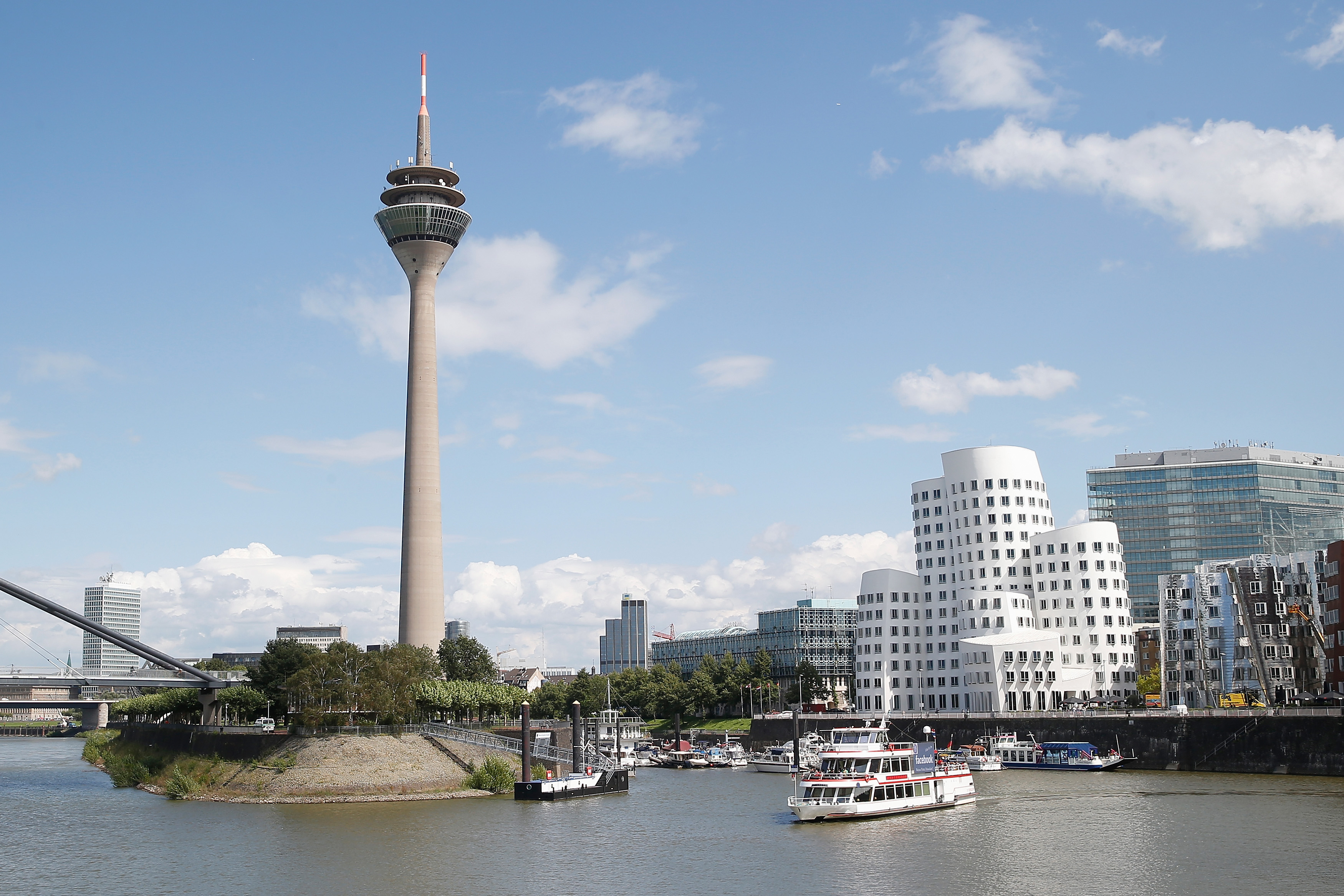 Düsseldorfer Bürgerwehr zieht Tausende Unterstützer an