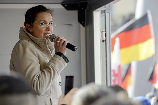 Pegida Frontfrau Tatjana Festerling konterte heute Volksverhetzungs-Vorwürfe gewohnt scharf. Foto: Jens Schlueter/Getty Images