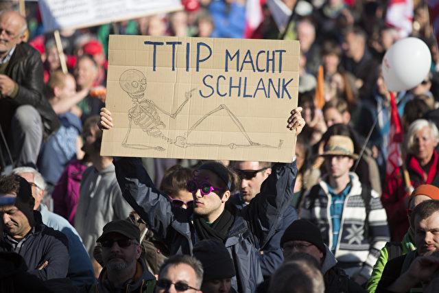 Protest gegen TTIP am 10. Oktober 2015 in Berlin Foto: Axel Schmidt/Getty Images