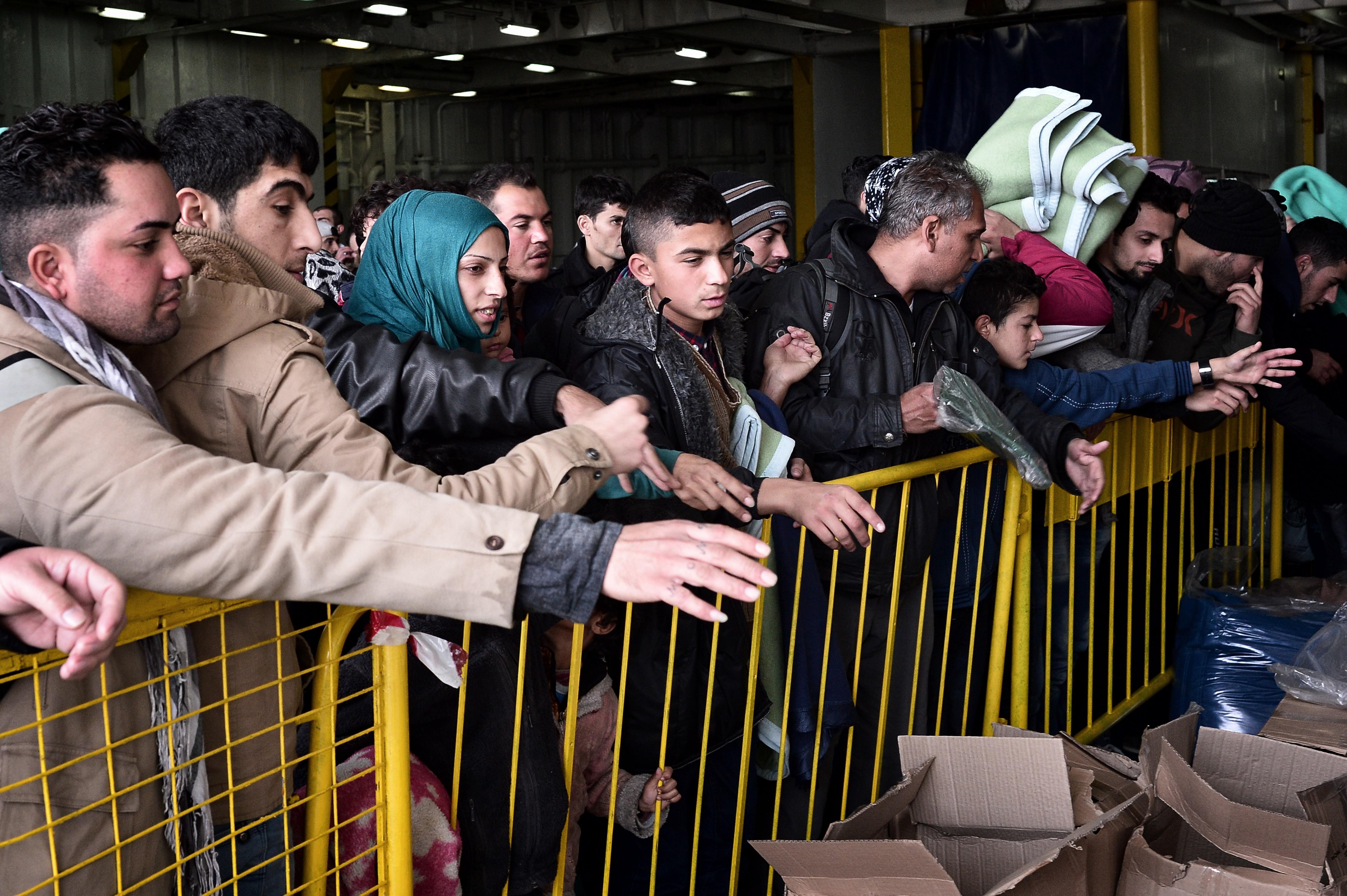 Seehofer konkretisiert Obergrenze auf 200.000 Flüchtlinge pro Jahr