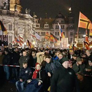 Pegida-Demo am 25.01.2016 auf dem Theaterplatz. Foto: Facebook Pegida