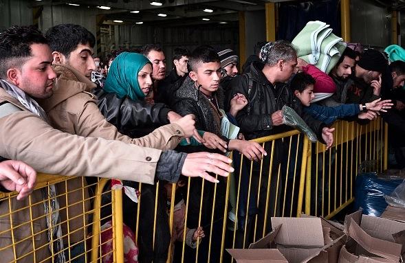 Flüchtlingsstrom in Griechenland Foto: LOUISA GOULIAMAKI/Getty Images