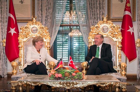 Die deutsche Kanzlerin Angela Merkel und der türkische Präsident Recep Tayyip Erdogan im Yildiz Palast am in Istanbul, Türkei. Foto: Guido Bergmann/Bundesregierung/Getty Images