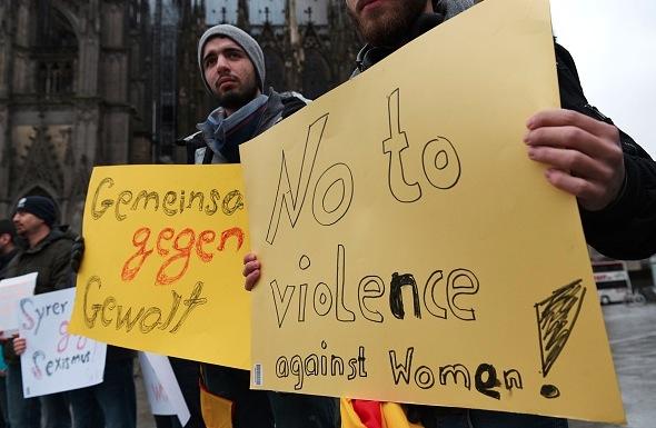 Von Unbekannten geküsst und begrapscht: Syrer retteten Amerikanerin vor Köln-Übergriffen