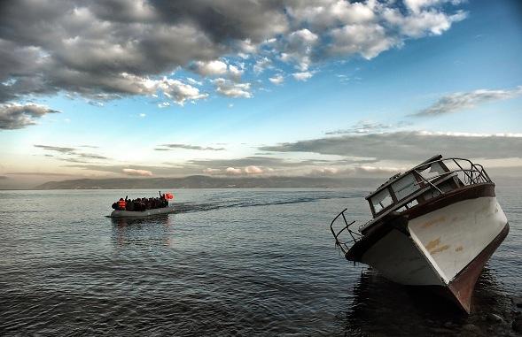 Migranten-Boot vor der griechischen Küste Foto: ARIS MESSINIS/Getty Images