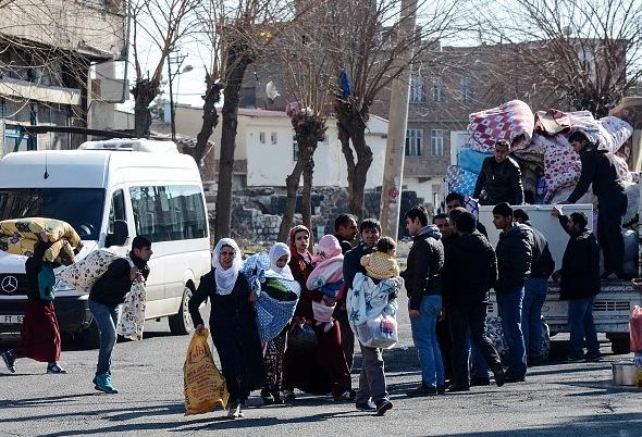Nach schweren Kämpfen in der Türkei: Tausende Kurden auf der Flucht