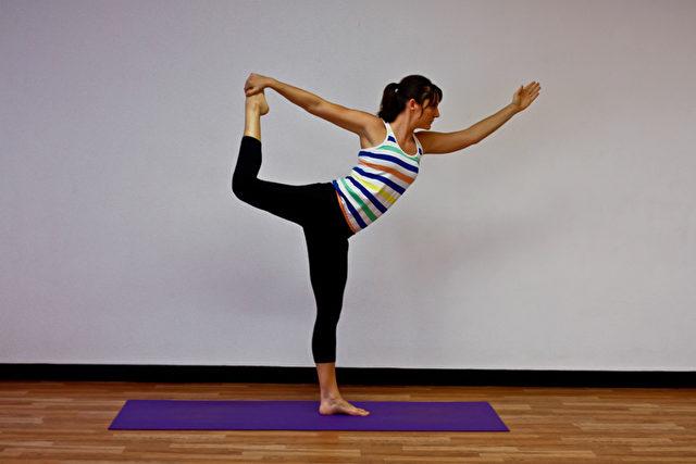Die Pose des Tänzers ist eine Bewegung aus dem Yoga und wird oft in Tänzen gezeigt, auch im klassischen chinesischen Tanz. Foto: Jocelyn Bong