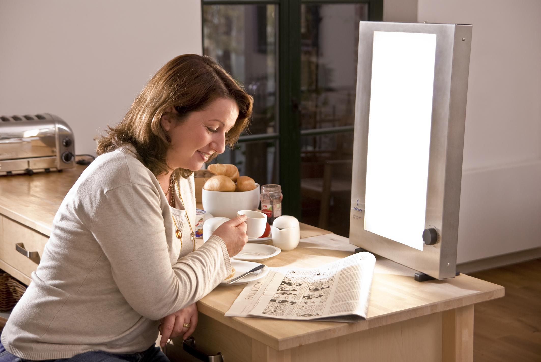 Wenn Dunkelheit krank macht – Lichttherapie für zu Hause