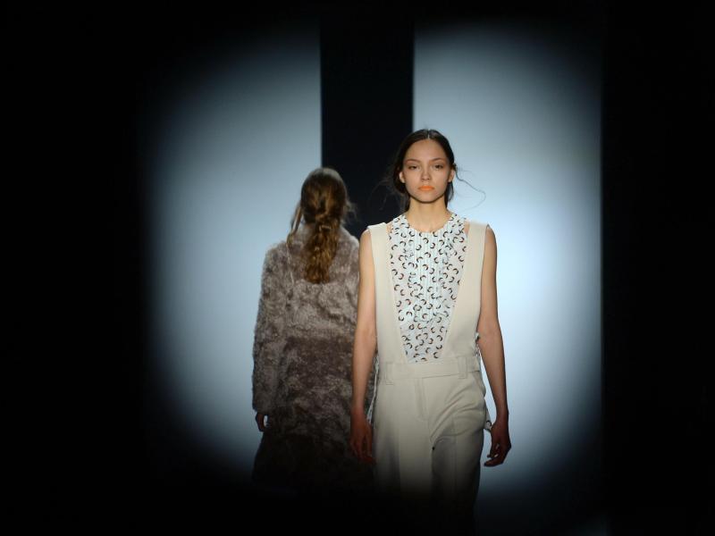 Fashion Week geht mit zarten Kleidern weiter