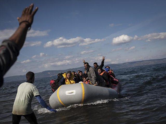 Allein in den ersten 20 Tagen des neuen Jahres gingen in Griechenland 35 455 Flüchtlinge und Migranten an Land. Foto: Socrates Baltagiannis/Archiv/dpa