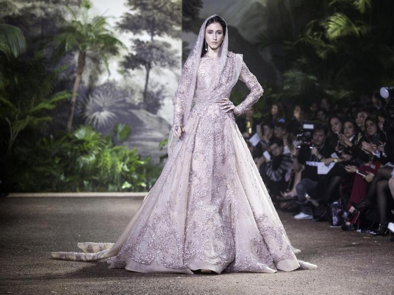Pariser Couture zwischen Armani und Vauthier + Fotogalerie