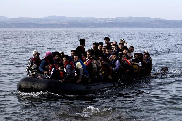 Ein Boot erreicht die Insel Lesbos (15. Sept 2015) Foto: ANGELOS TZORTZINIS/AFP/Getty Images