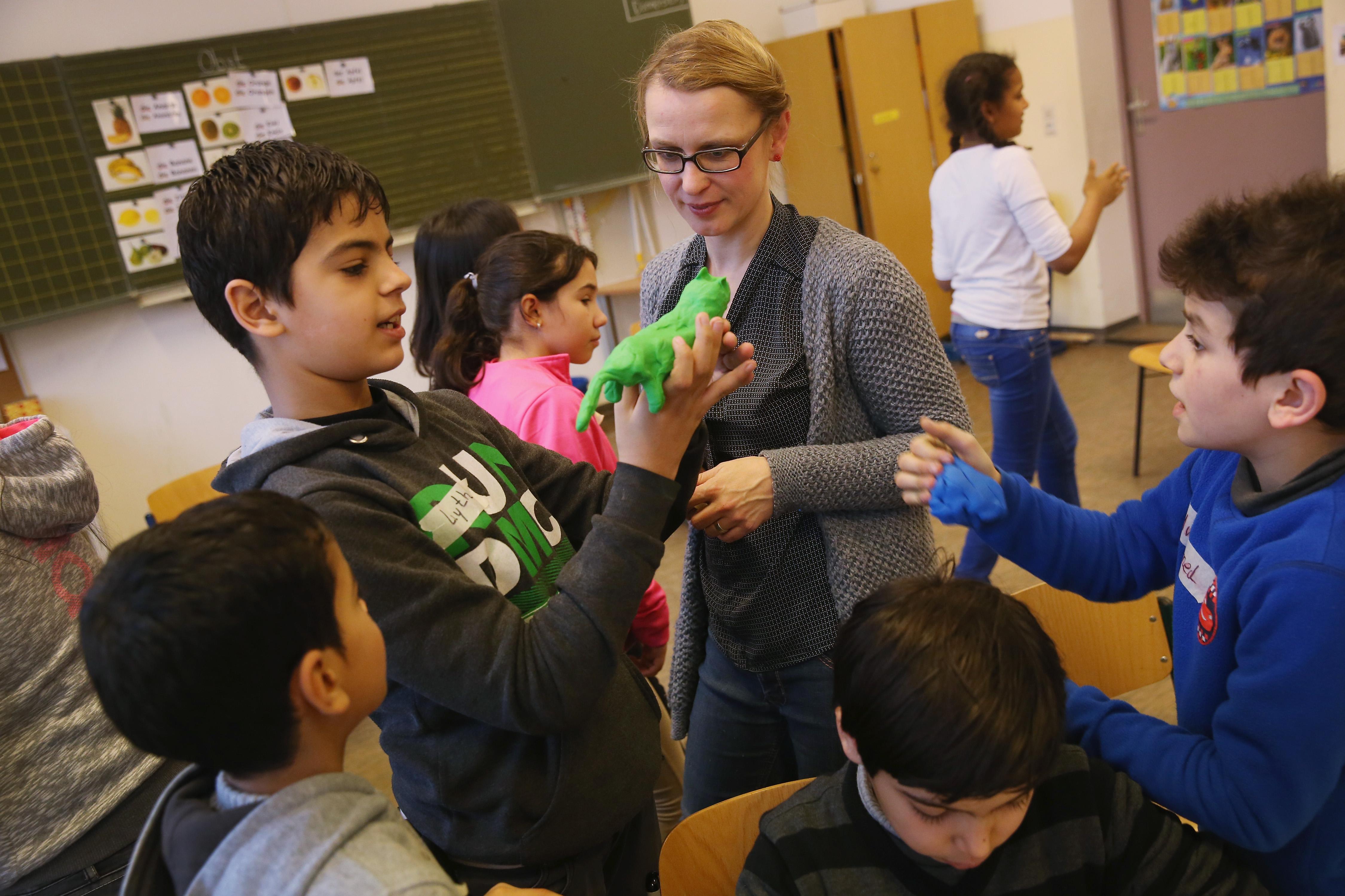 Frauke Petry: Merkels Migranten-Misere an Problemschulen – Kanzlerin blendet Realität aus