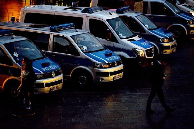 Polizeiautos Foto: PATRIK STOLLARZ / AFP / Getty Images