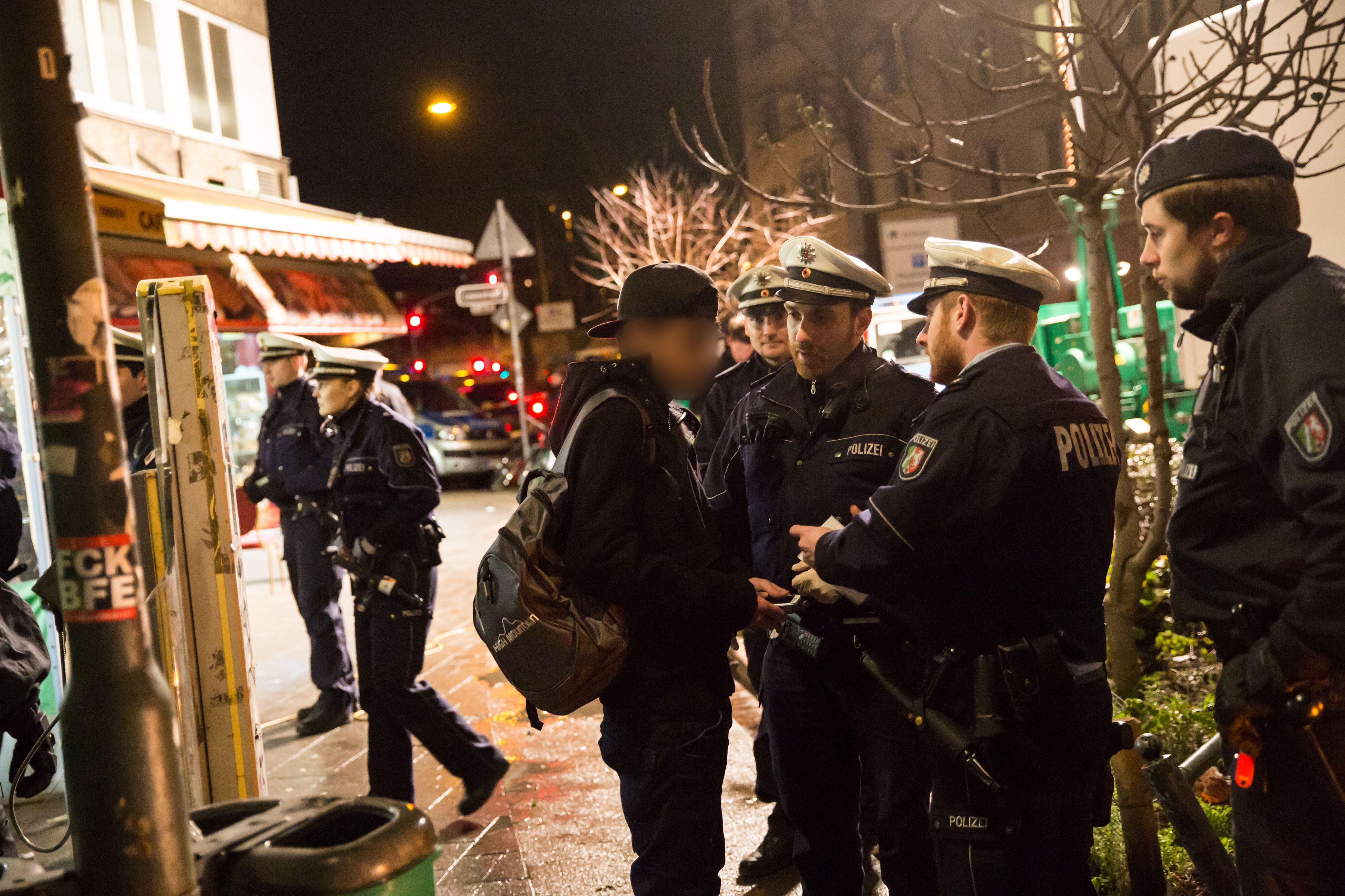 Konstanz: Razzia im Flüchtlingsheim – Drogen, Bargeld, Handys