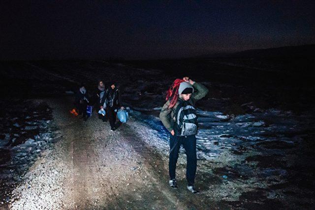 Bei Nacht über die mazedonische Grenze, 22. Januar 2016 Foto: DIMITAR DILKOFF/AFP/Getty Images