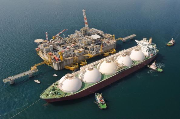 Solche Flüssiggas-Schiffe sollen in Zukunft verstärkt aus den USA in die EU fahren. (Foto aus Venetien, 2009). Foto: AFP/Getty Images