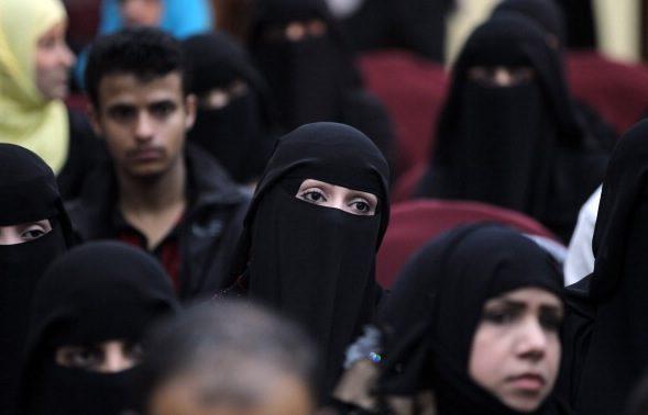 Schweizer stimmen für Verhüllungsverbot – Kein Burka oder Niqab in der Öffentlichkeit