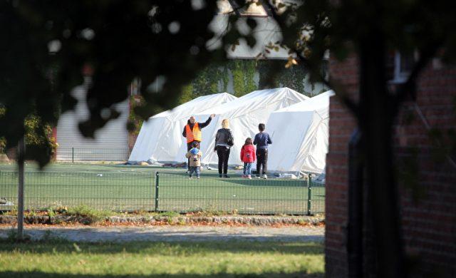 """Flüchtlingsfamilie in einer """"Zeltstadt"""" Foto: über dts Nachrichtenagentur"""